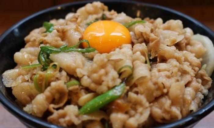 Densetsu no Sutadonya ข้าวหน้าหมูสูตรลับที่โดดเด่นทั้งขนาดและรสชาติ