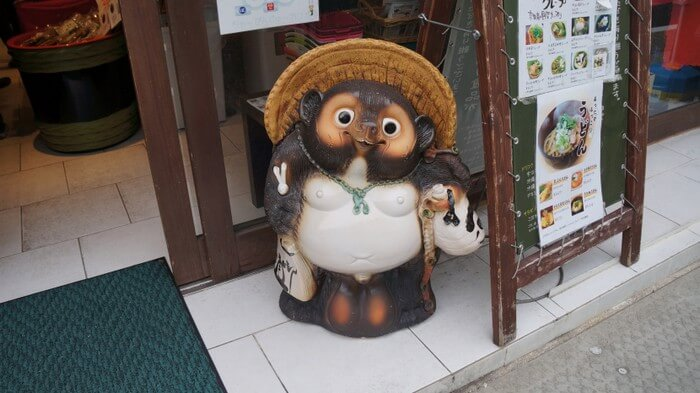 tanuki-outsideshop