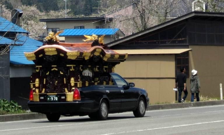 10-bizarre-japanese-superstit_2