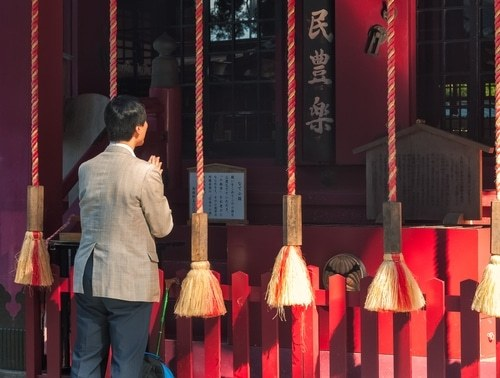 10-bizarre-japanese-superstit_3