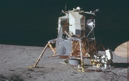"""NASA ເໝື່ອຍກັບຄົນທີ່ຍັງບໍ່ເຊື່ອວ່າ """"ພວກເຂົາໄດ້ໄປຢຽບດວງຈັນມາແລ້ວ"""" ຈຶ່ງປ່ອຍຮູບຂອງໂຄງການອອກມາ"""