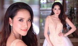 """ເຊັກຊີບໍ່ໜ້ອຍ! ເປີດຮູບ """"ຕິກນໍ້າ ກະດຸມເພັດ"""" Miss World Laos 2018 ອໍຣ່າໜັກໃນຊຸດລາຕີແຫກເອິກ"""