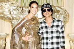 ຜົວມະຫາເສດຖີເຊີໄພຣສ໌ວັນເກີດ ປຸ໋ຍ ພອນທິບ ດ້ວຍນັກຮ້ອງລະດັບໂລກ Bruno Mars