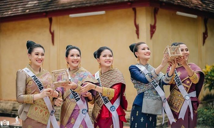30 ນາງສາວ ຜູ້ເຂົ້າປະກວດ Miss Universe Laos 2019 ນຸ່ງຊຸດລາວ ຮ່ວມຖ່າຍແບບກາງແຈ້ງ