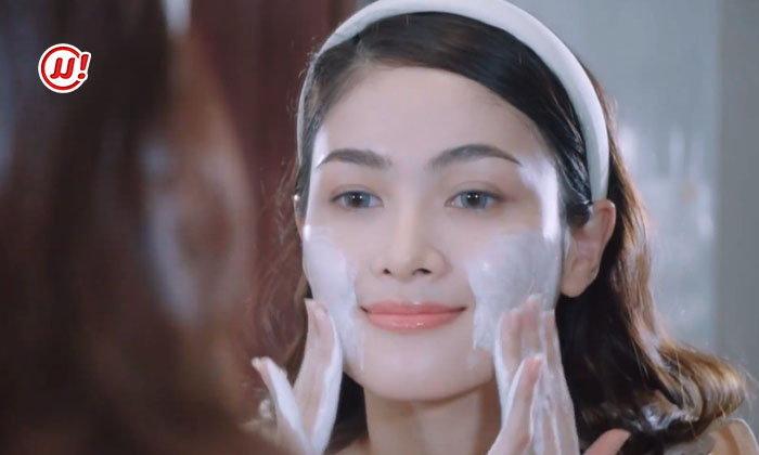 """ມີຜິວຂາວສະຫວ່າງໃສແບບ """"ບາບີ້ ປິຍະມາດ"""" 4 Beauty - Snail Mild Foam Cleanser"""