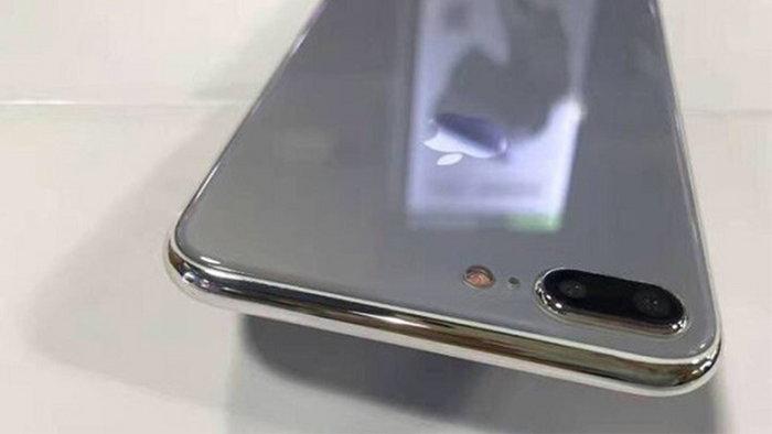 ເຊີນຊົມພາບ iPhone 7s Plus ເຄື່ອງຈຳລອງ ດ້ານຫຼັງເປັນແກ້ວເງົາງາມ