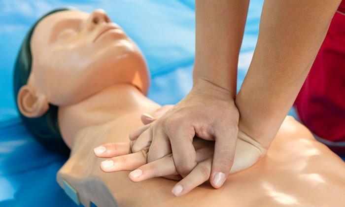 ວິທີເຮັດ CPR ປະຕິບັດການຊ່ວຍຊີວິດຜູ້ປ່ວຍສຸກເສີນ ຫຼື ຢຸດຫາຍໃຈ