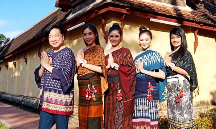 ມີແຕ່ຜູ້ຈົບງາມ! ສາວໆ Miss International Laos 2018 ໃສ່ຊຸດລາວຖ່າຍ VTR ຢູ່ວັດສີສະເກດ