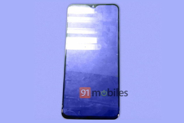 ໃນທີ່ສຸດກໍຈະແຫວ່ງຄືຄ້າຍອື່ນ! ເຜີຍຮູບຫຼຸດຟີມຕິດໜ້າຈໍ Samsung Galaxy M20 ມີຮອຍແຫວ່ງແບບຢົດນໍ້າ