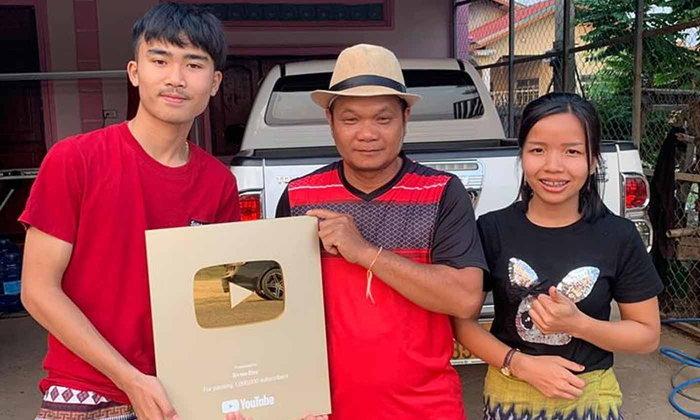 """ຄົນທຳອິດຂອງລາວ! """"ດີເຈ ຈອນ ຣີມິກ"""" ໄດ້ຮັບ Gold Play Button ຈາກ YouTube"""