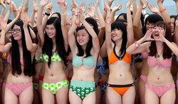ฮือฮา รวมพล สาวบิกินี่ 1000 คนในจีน