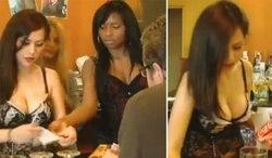 โวยยับร้านอาหารสเปน ใช้พนักงานหญิงใส่ชุดชั้นในเสิร์ฟอาหาร ยั่วยวนลูกค้า (ชมภาพ)