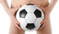 """เปิดกฎเหล็ก ทีมไหนบ้างห้ามนักเตะมี """"เซ็กซ์"""" ในบอลโลก"""