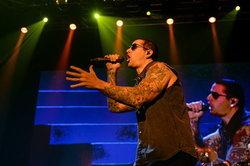 สิงห์ คอร์ปอเรชั่น ประเดิมปี 2558 ด้วยคอนเสิร์ตร็อคระดับโลก