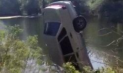 คู่รักมีเซ็กส์ในรถยนต์ สุดซวย เบรกลื่น ร่วงตกแม่น้ำ