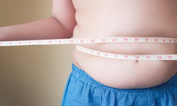 ทำไมการใช้อุปกรณ์ดิจิตัลหลายอย่างทำให้น้ำหนักตัวเพิ่มขึ้น?