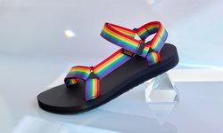 Teva เปิดตัวรองเท้าแตะรัดส้นสีรุ้ง สำหรับ Pride Month 2020