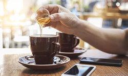 เป็นคนติดหวานเครื่องดื่มต้องใส่น้ำตาลตลอด ใช้น้ำผึ้งแทนดีไหม ?