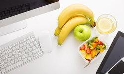5 ของกินที่มีได้บนโต๊ะทำงาน หายหิว หายง่วง ดีต่อสุขภาพ