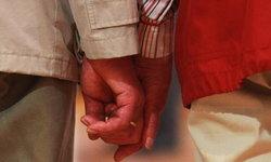 คู่รักแต่งงานมา 63 ปี กับลมหายใจ 20 นาทีสุดท้ายก่อนลาโลกพร้อมกัน