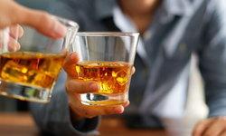 การดื่มแอลกอฮอล์จำนวนมาก มีความเสี่ยงต่อสุขภาพในระยะยาว