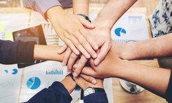 4 วิธีในการทำงานร่วมกับเพื่อนหรือสมาชิกในครอบครัว