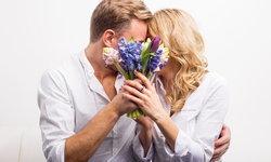 """""""จูบแบบดูดดื่ม"""" อาจได้เชื้อโรคเป็นของแถม"""