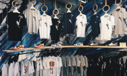 สร้างเสื้อในสไตล์ที่คุณชอบได้เองที่ Nike Kicks Lounge โอโมเตซันโด