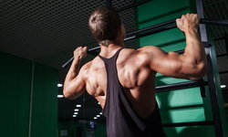 """4 ท่าออกกำลังกายที่ช่วยให้คุณสามารถ """"ดึงข้อ"""" ได้ดีขึ้น"""