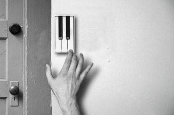 เรียกคนเปิดประตูด้วยเสียงเพลง