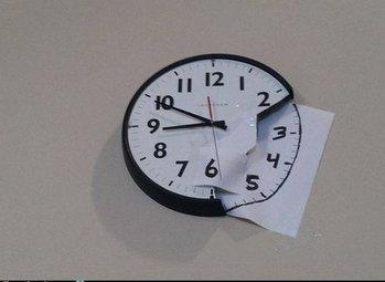 นาฬิกาแตก แหว่งไปซีกนึง ก็เขียนเติมเอา