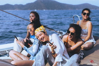 RipCurl Girls go Searching 2018