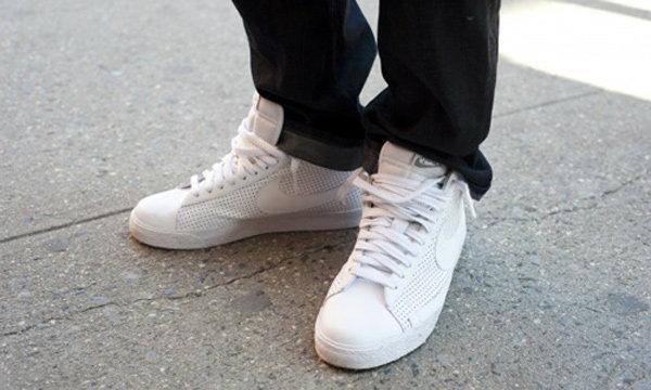 รองเท้าสีขาว  ผู้ชายใส่ยังไงก็ดูดี