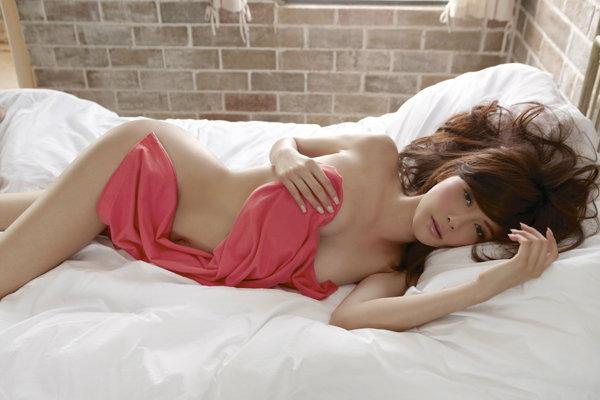 เสียว เซ็กซี่ ซูซ่า เก๋-ชลลดา สลัดผ้าโชว์แก้มก้น