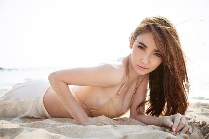 ลิช่า อาทิตรา สาวน้อยตัวเล็กแต่ความเซ็กซี่ของเธอนั้นทะลุองศาเดือด