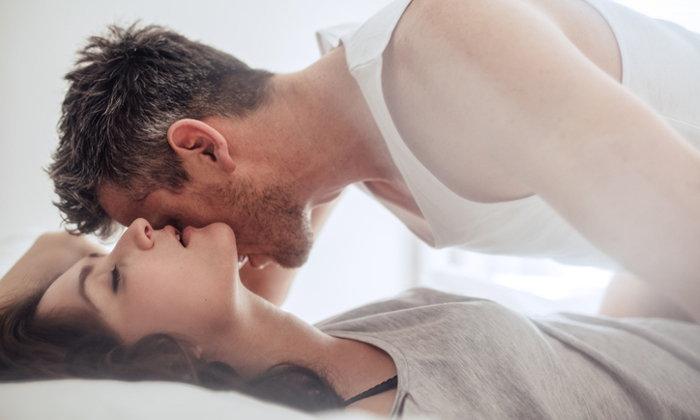 4 วิธีช่วยให้ผู้ชายรู้สึกว่าน้องชายใหญ่หรือไม่ใหญ่ไม่ใช่เรื่องสำคัญ