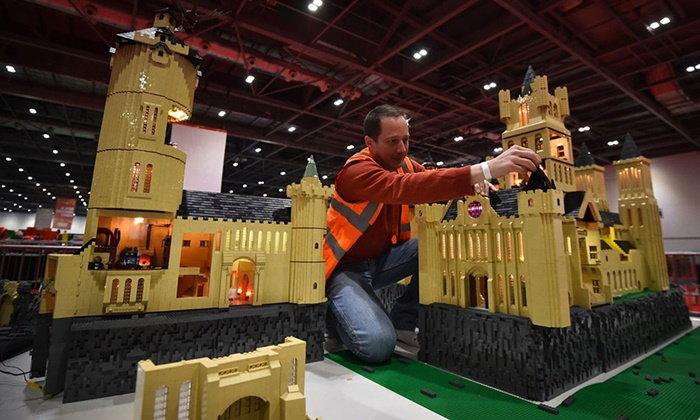 """นี่แหละงานในฝัน เลโก้รับสมัคร """"นักต่อเลโก้"""" รายได้นับล้านบาทต่อปี"""
