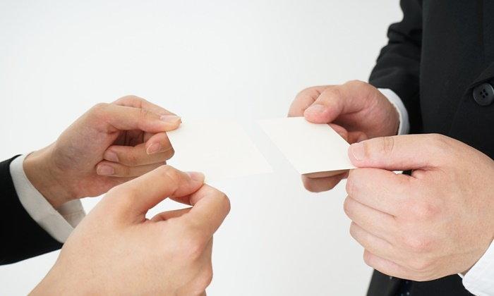 นามบัตรญี่ปุ่น สำคัญอย่างไร บอกอะไรในตัวผู้ให้บ้าง?