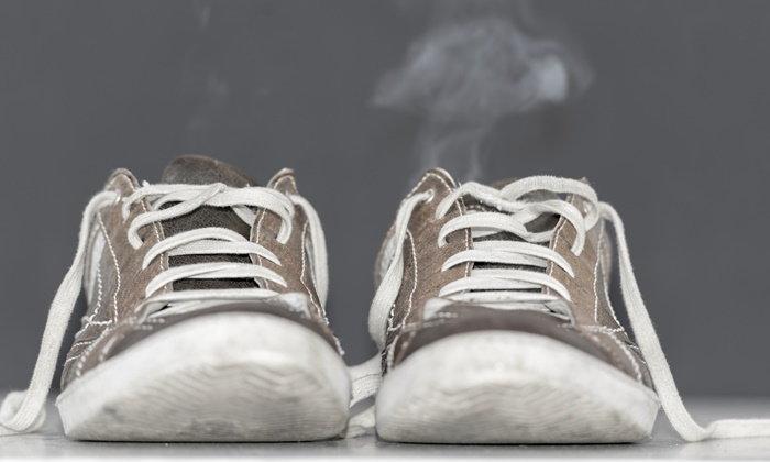 เคล็ดลับกำจัดกลิ่นรองเท้าแบบง่ายๆ ที่คุณก็ทำได้