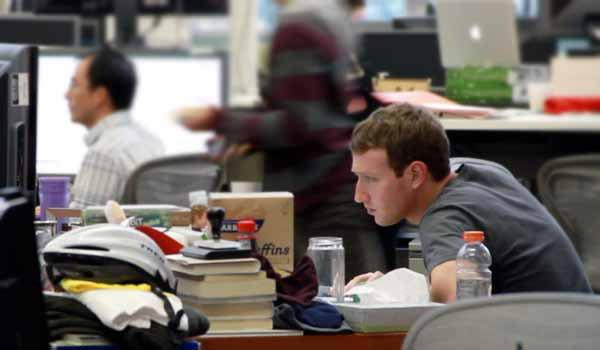 เปิดโต๊ะทำงาน CEO คนดังระดับโลก