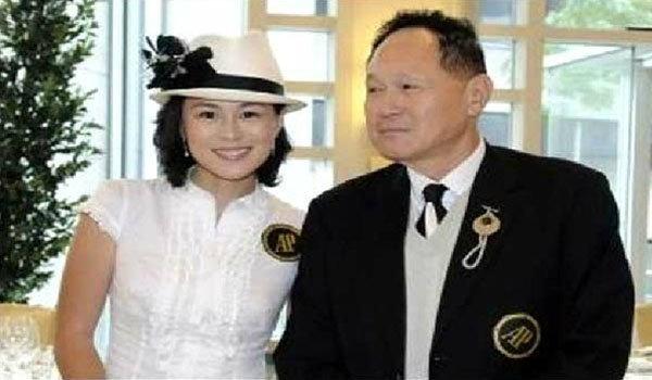 ยังทุ่มไม่พอ พ่อเศรษฐีฮ่องกงเตรียมเพิ่มเงินสองเท่าเป็น 2.1 พันล้านบาท หาผู้ชายให้ลูกสาวรักเลสเบี้ยน