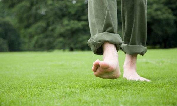 เดินเท้าเปล่า…แก้โรคนอนไม่หลับ