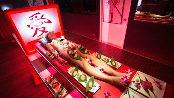 น่าไปลองไหม Sushi Girl เสิร์ฟบนเรือนร่างนางแบบ ที่พัทยานี่เอง