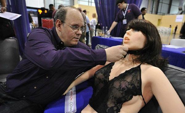 ผู้เชี่ยวชาญ เผย อนาคตคนจะร่วมเพศกับเครื่องจักรมากขึ้น