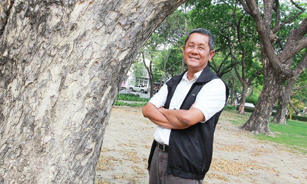 """ธราดล ทันด่วน """"ครูต้นไม้"""" กับ """"ชีวิต"""" ที่ผลิใบในวัยใกล้ """"เกษียณ"""""""