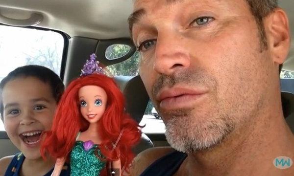 สุดยอดคุณพ่อ! รับมือกับลูกชายเลือกตุ๊กตาเงือก ของเล่นเด็กหญิง
