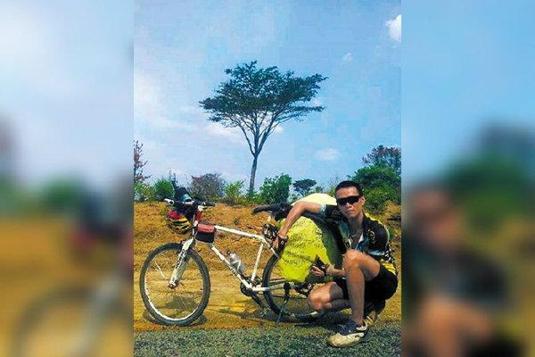 หนุ่มจีนงอนเมียหนักมาก! มีปากเสียงกันที ปั่นจักรยานหนีไปไกลถึงแอฟริกา