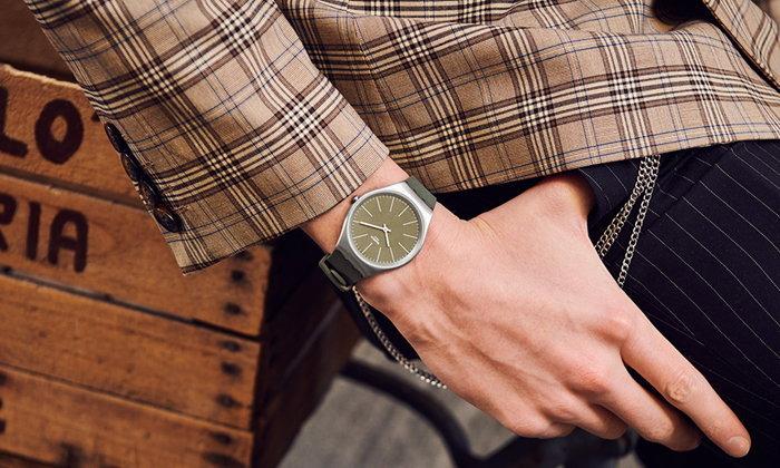 Swatch ต้อนรับซัมเมอร์ด้วย 6 สีใหม่ จากคอลเลคชั่น SKIN Irony