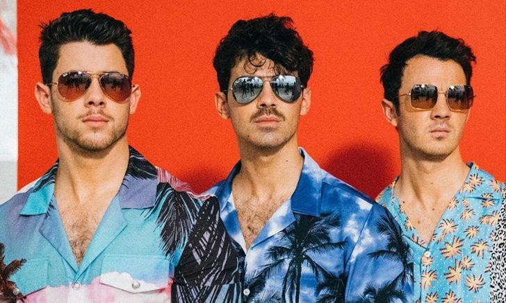 Jonas Brothers สวมแว่นตา Ray-Ban 3 สไตล์