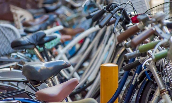 """หนุ่มญี่ปุ่นปิ๊งไอเดีย ประดิษฐ์ """"ยันต์กันขโมยจักรยาน"""" ด้วยสติ๊กเกอร์รูปขี้นก…"""